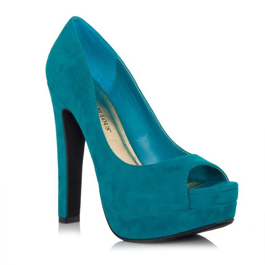 JustFab is the premier online destination that makes fabulous fashion accessible to every woman.