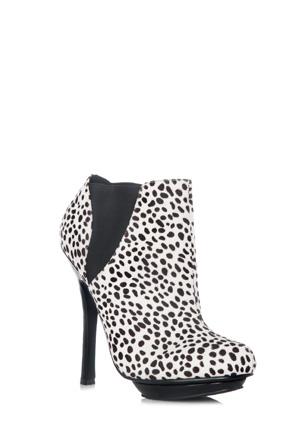 352397-38 (Snow Leopard)